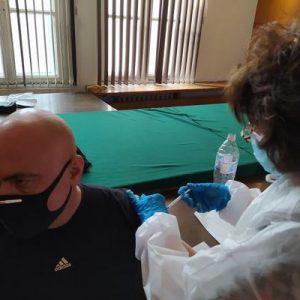Започна ваксинацията срещу COVID-19 на полицейските служители в Шумен (СНИМКИ)
