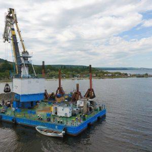 Копаят траншеята за тръбата във Варненското езеро