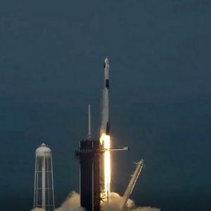 Към космоса: Изстреляха Dragon с двама астронавти в орбита