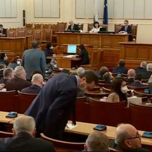 Народните представители ще решават за заплатите си и по-ниски глоби за извънредното положение