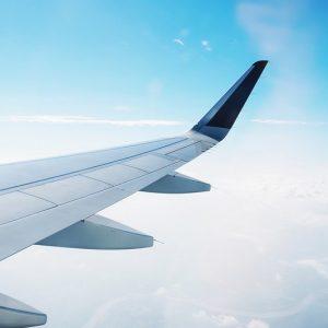 Отломки от самолет с над 240 души на борда полетяха в небето
