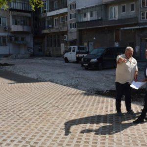 Работа и пак работа - Кметът се труди и в почивния ден - прави нови паркигни из Варна (СНИМКИ)