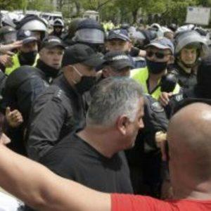 Барикада в Народното събрание. Депутатите прекратиха парламентарния ден (СНИМКИ/ВИДЕО)