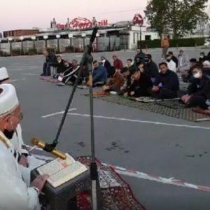 Във Варна отбелязаха Рамазан Байрам с молитва на Морска гара (СНИМКА)