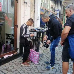 Как стотици помогнаха на Митко от Пловдив, който продава чорапи (СНИМКИ)