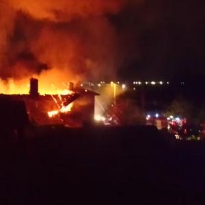 Огнен ад в столицата: Пожар обхвана три къщи