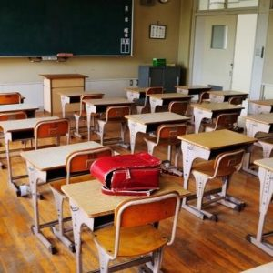 Подготвят училищата за утре: Кои ученици се връщат в класните стаи
