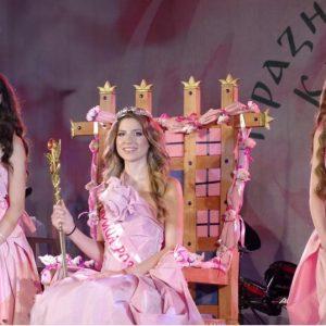 Това е красавицата, която бе избрана за Царица Роза 2021