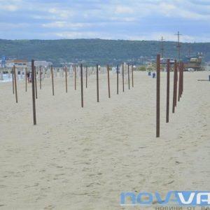 Усилен труд кипи по варненските плажове (СНИМКИ)